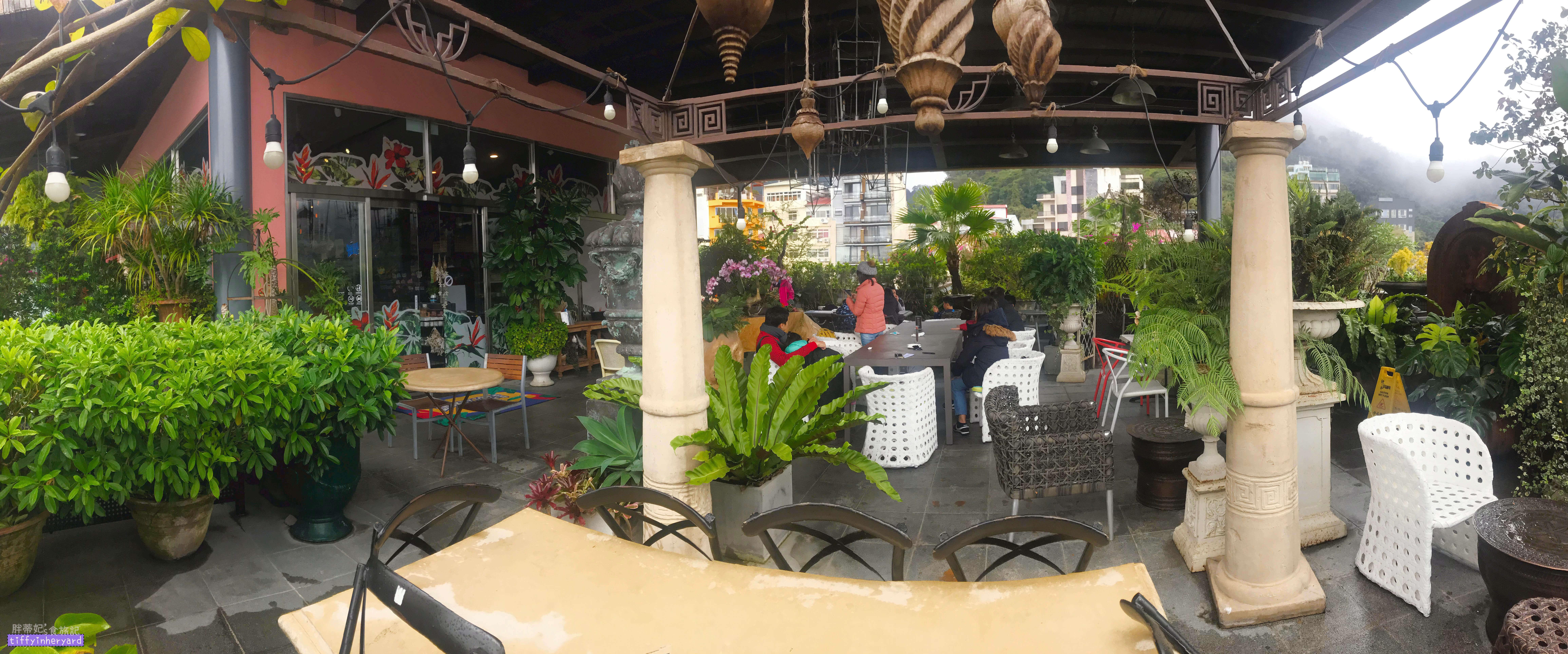 日月潭冒煙的喬 二樓室外用餐區