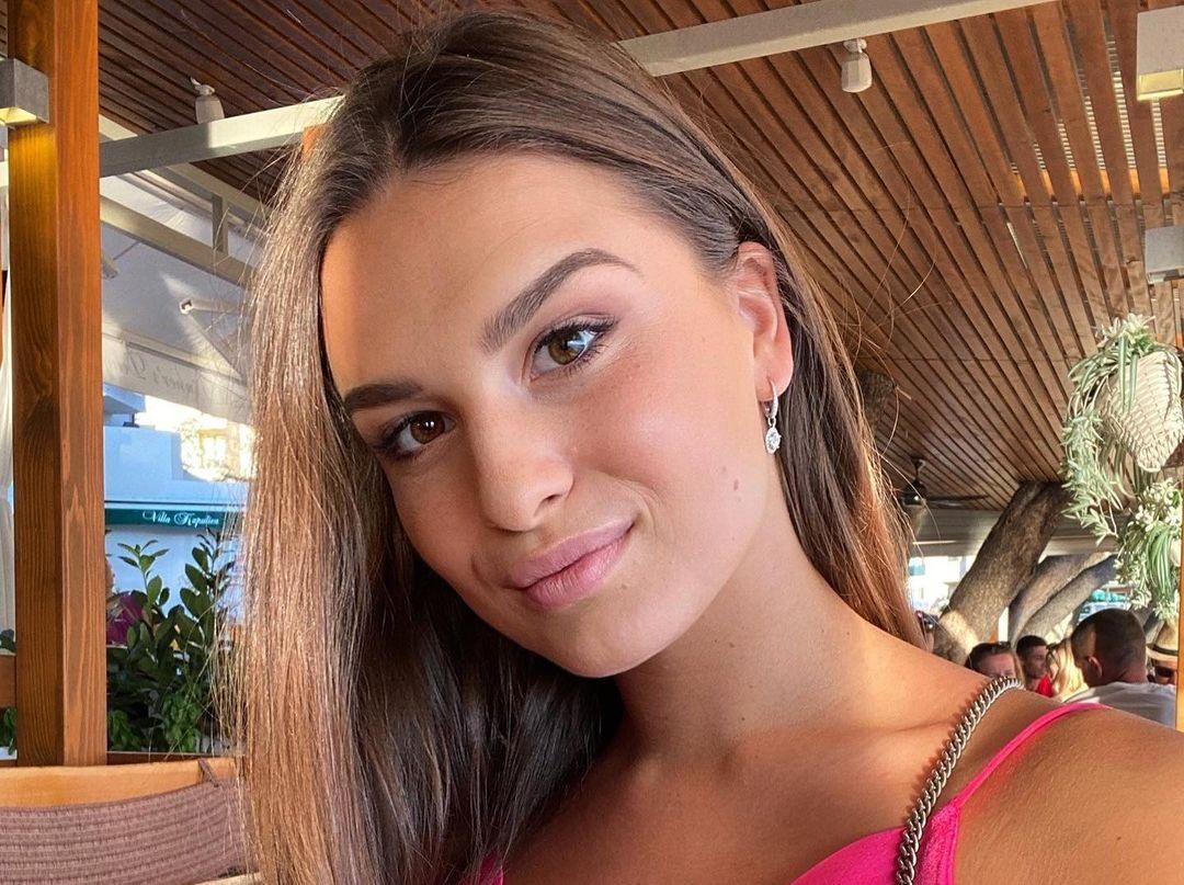 Dominika-Vinsova-Wallpapers-Insta-Fit-Bio-10