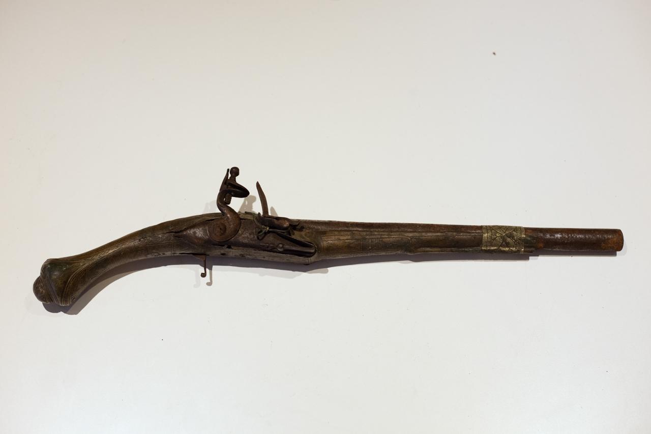 Une idée ? Ancien pistolet silex IMG-8638-Modifier