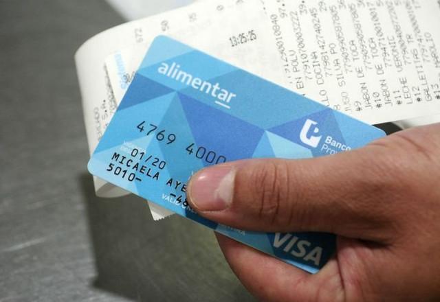 Locales: Se adelanta para este miércoles la carga de la tarjeta Alimentar
