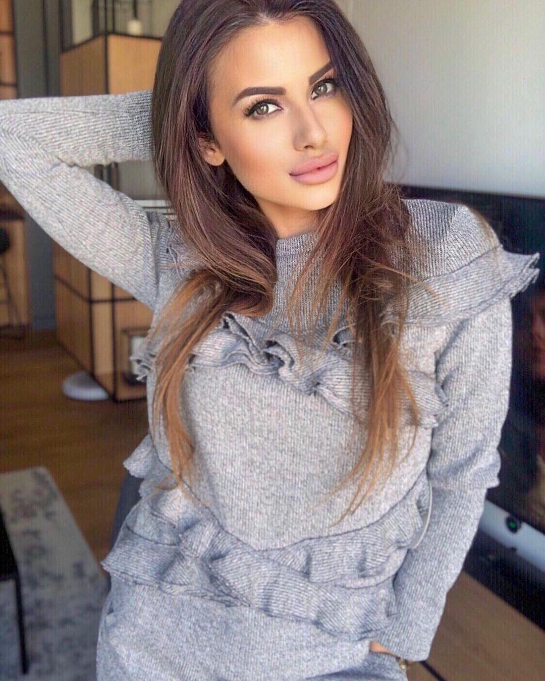 Paulina-Mai-Wallpapers-Insta-Fit-Bio-6