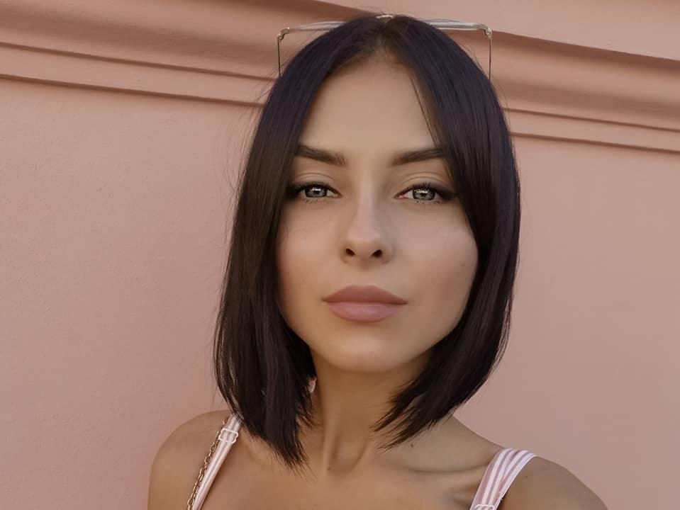 Valeria-Dukova-Wallpapers-Insta-Fit-Bio-20