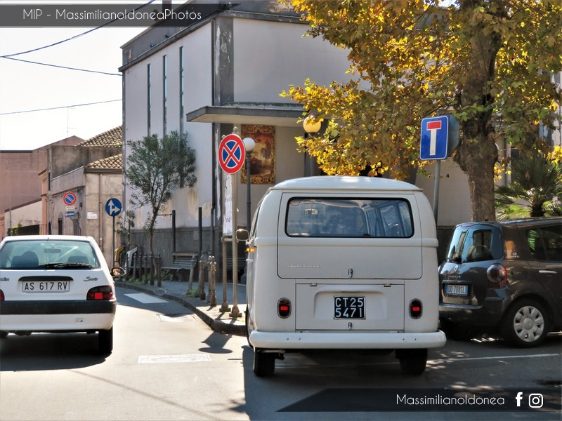 Veicoli commerciali e mezzi pesanti d'epoca o rari circolanti - Pagina 7 Volkswagen-T2-1-6-49cv-71-CT255471