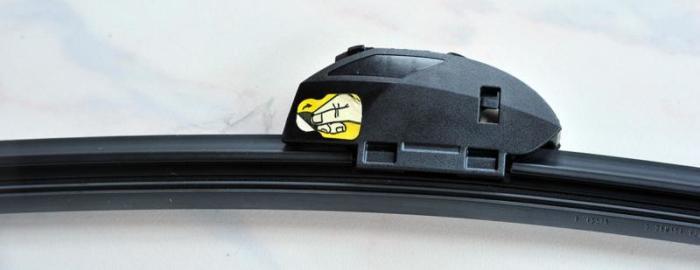 Для чего предназначены желтые наклейки на щетках стеклоочистителей