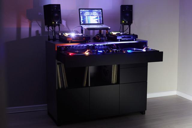 Roomy-DJ-1