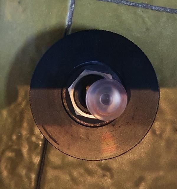 Koolance-reservoir-120-mm-con-tappo-nero-e-tappino-trasp-led-4
