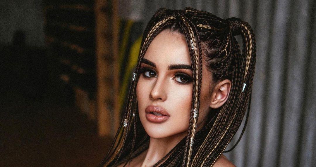 Karina-Arakelyan-Wallpapers-Insta-Fit-Bio-16