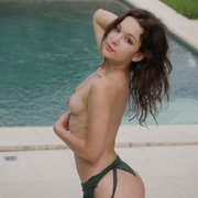 ellie-leen-takes-of-her-swimsuit-7