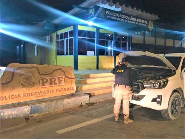 PRF e Polícia Militar recuperam Toyota/Hilux roubada em Seabra
