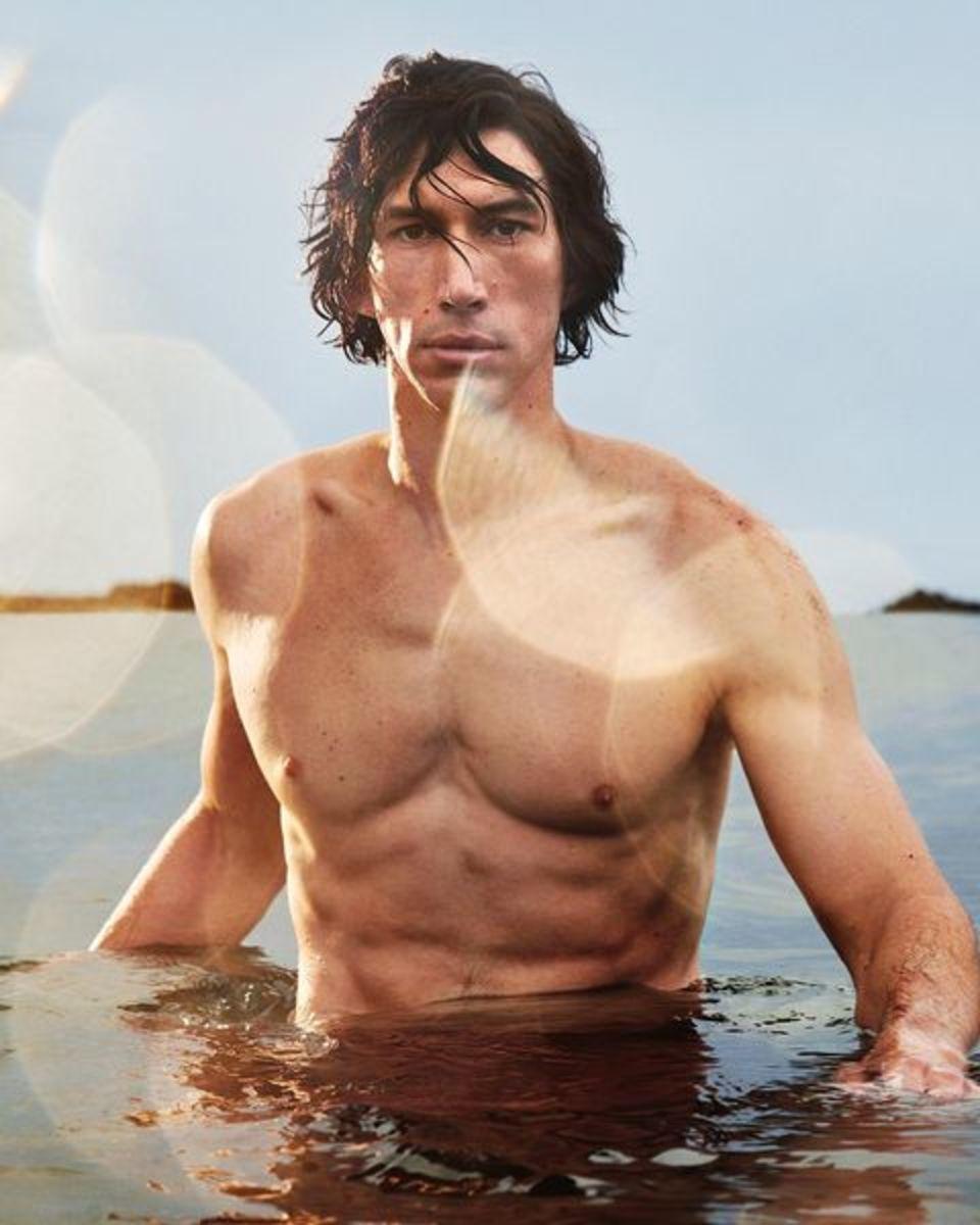 Adam Driver centauro sexy nella nuova campagna di Burberry Hero