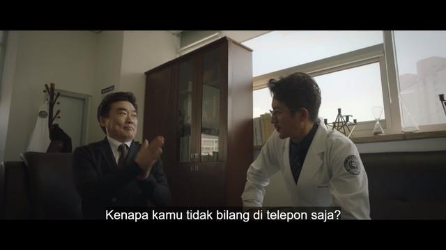 Kang Joon Sang dan Park Soo Chang berbicara soal klinik baru rumah sakit mereka yang akan dibuka.