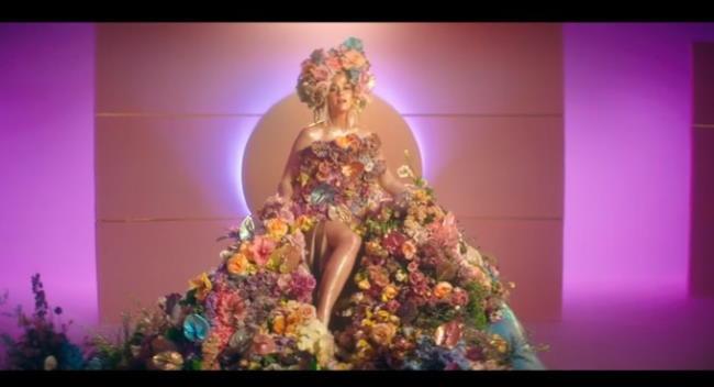 Katy-Perry-Never-Worn-White-Lyrics-Music-Video-mtv-seo-baby-2020-3