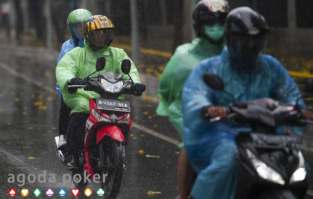 Hujan Disertai Petir Diprediksi Terjadi di Jaksel dan Jaktim