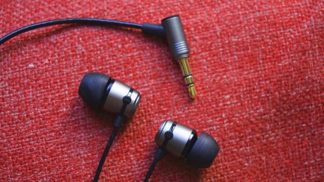 soundmagic-e50-with-cable