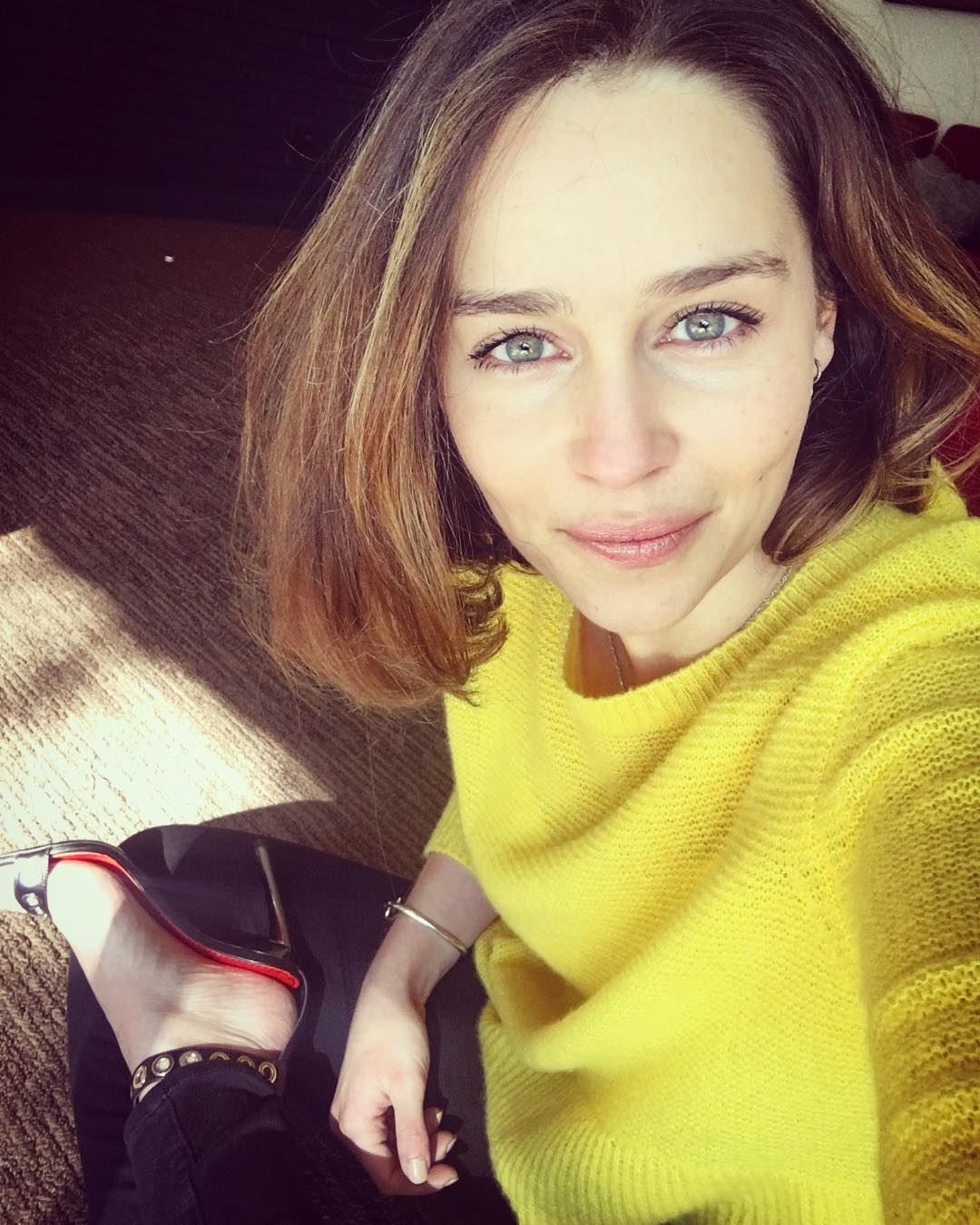 Emilia-Clarke-Wallpapers-Insta-Fit-Bio-6