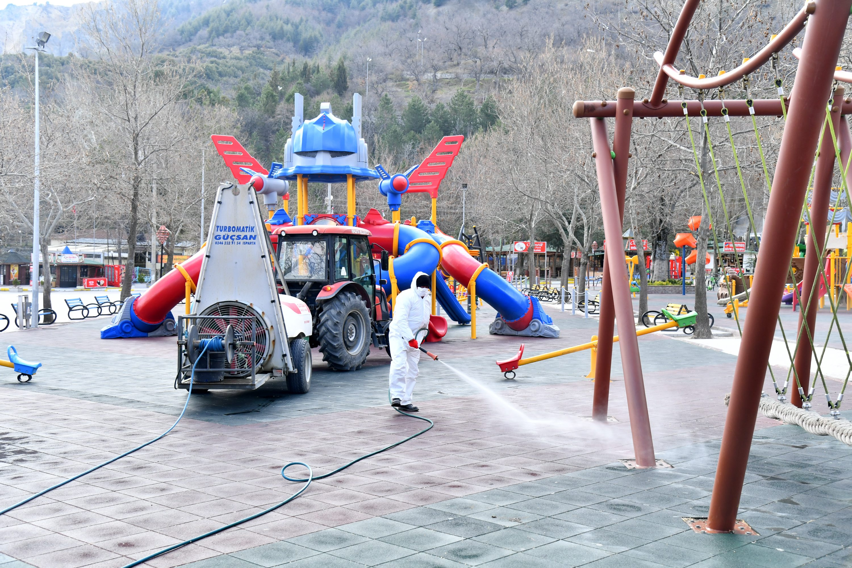 20-03-2020-cocuk-parklarinin-dezenfektesi-7