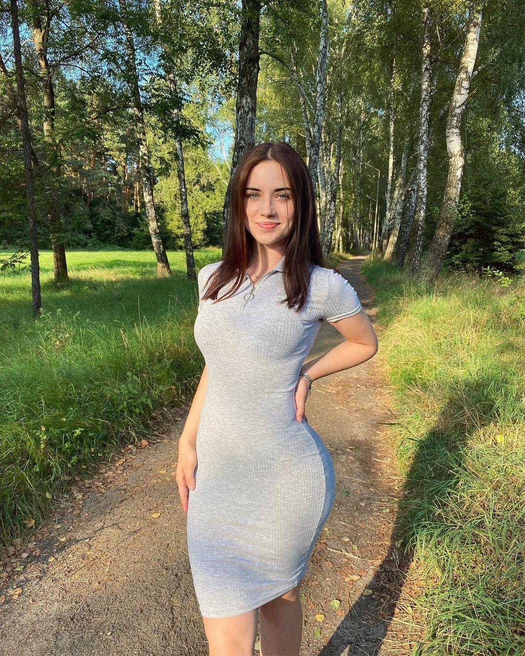Anya-Desyatnikova-Wallpapers-Insta-Fit-Bio-10