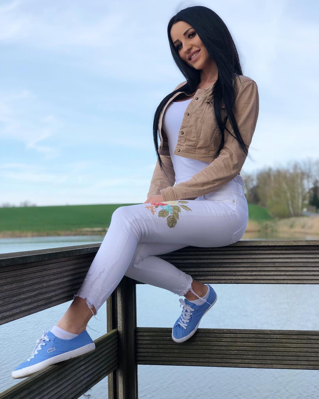 Natalia-Fitnesska-Wallpapers-Insta-Fit-Bio-3