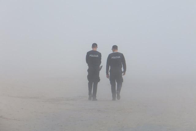 police-fog-seaside-38442
