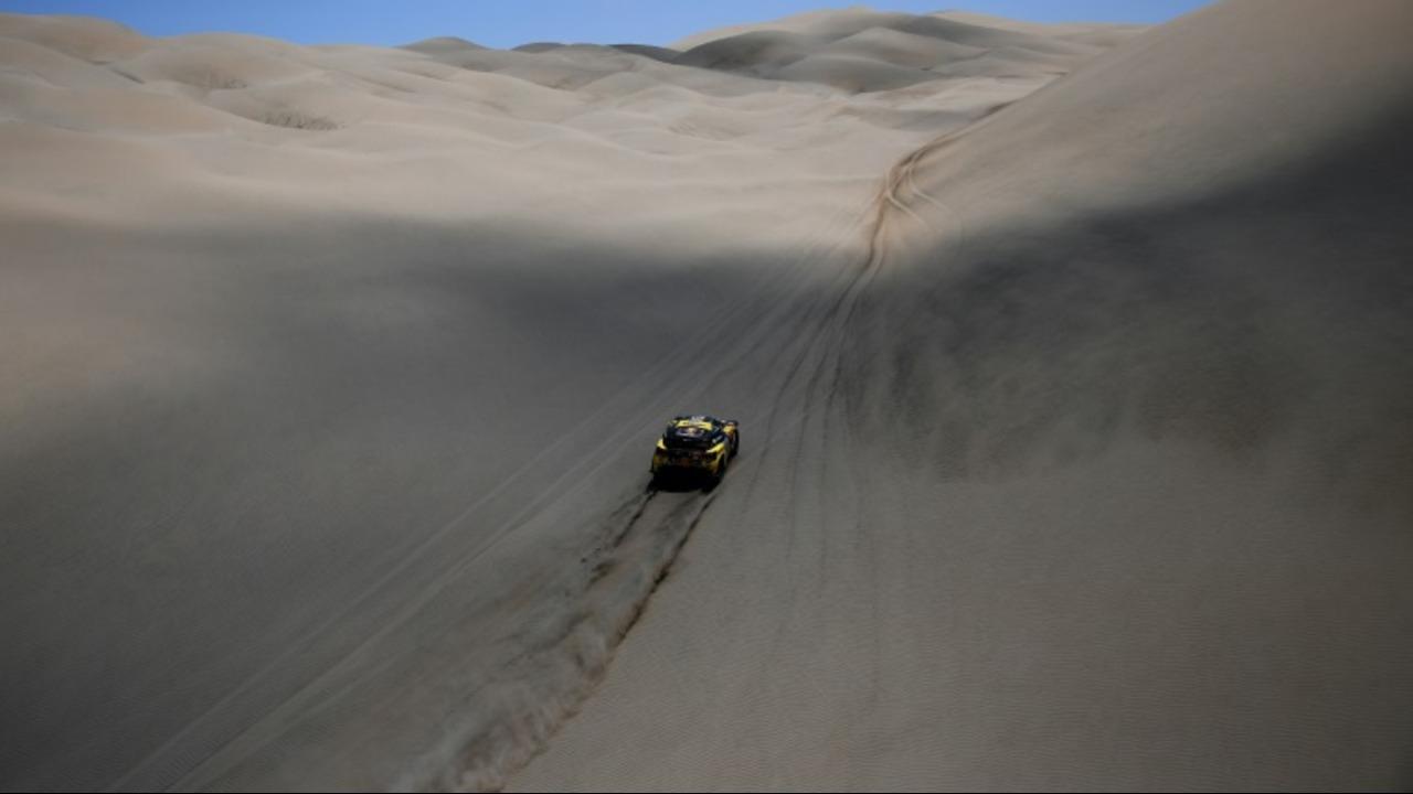 Quintanilla retoma liderato del Dakar en motos, Loeb acecha en autos