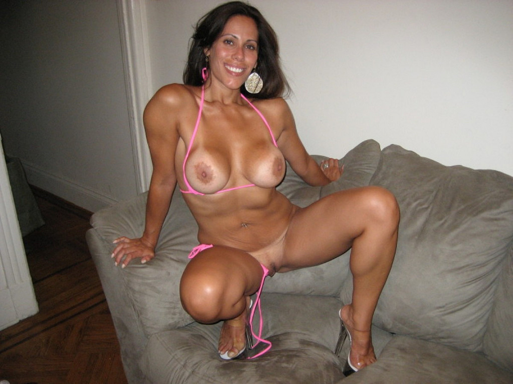 Stunning milf with hot tanned body teasing with her exotic feet and soles