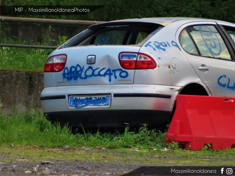 Auto Abbandonate - Pagina 11 Seat-Leon-1-6-101cv-00-BL257-MT-3