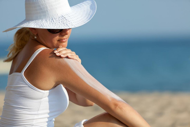 EFFECTIVE WAYS TO PROTECT YOUR SKIN FROM THE SUN