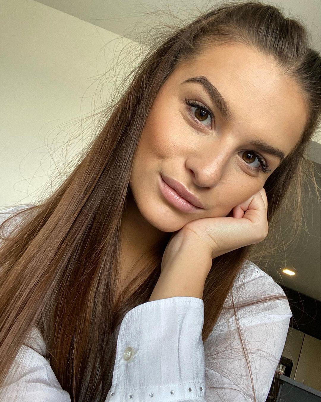 Dominika-Vinsova-Wallpapers-Insta-Fit-Bio-7