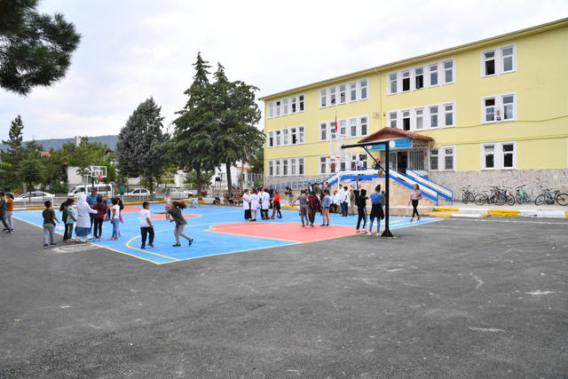 14-09-2019-mehmet-kose-okulu-top-hediye-6