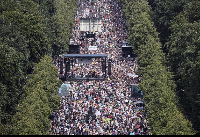 Thousands March in Berlin Against Coronavirus Plandemic Lockdown