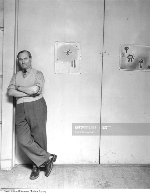 373377-07-EXCLUSIVE-Joan-Miro-Spanish-Surrealist-artist-poses-for-portrait-in-his-studio-August-27-1.jpg