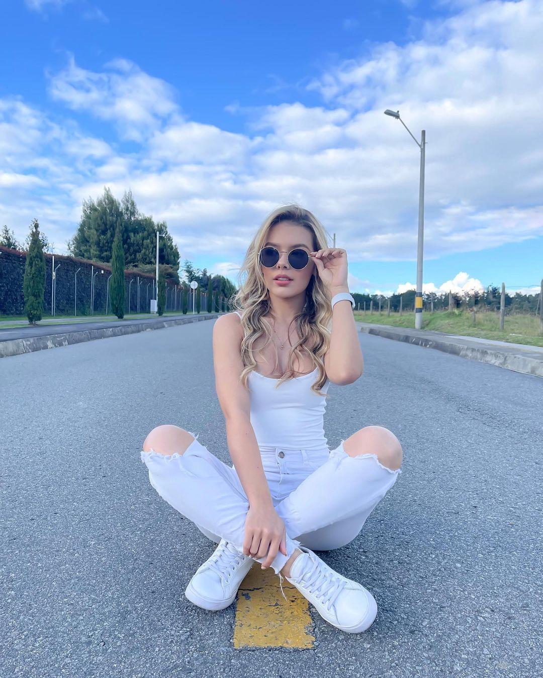 Luisa-Duque-Wallpapers-Insta-Fit-Bio-10