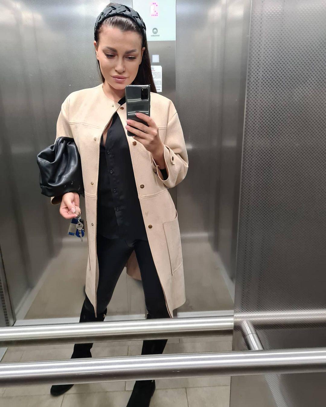 Simona-Ella-Breckova-Wallpapers-Insta-Fit-Bio-1