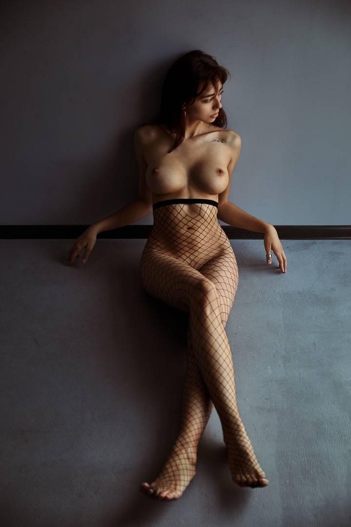 Fit-Naked-Girls-com-Irina-Lozovaya-nude-7