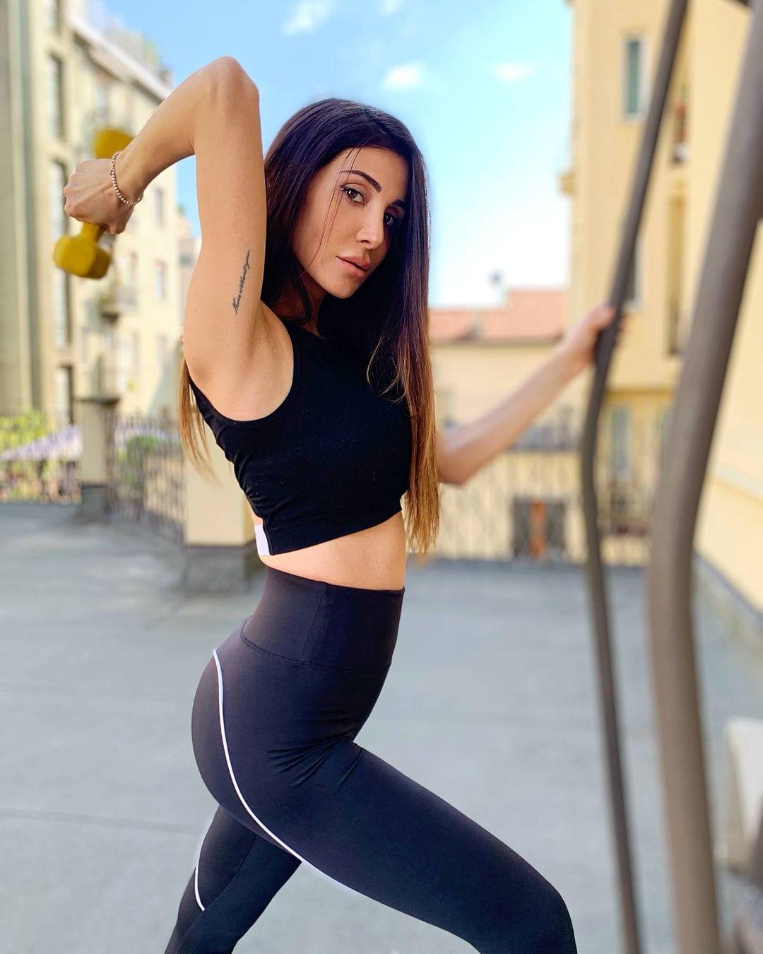 Elisabetta-Galimi-Wallpapers-Insta-Fit-Bio-10
