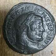 Nummus de Maximiano Hércules. SACRA MONET AVGG ET CAESS NOSTR. Moneda a izq. Ticino 56-A7-ABA6-6-F82-4138-A9-F9-7-ABAEE87-BA4-E