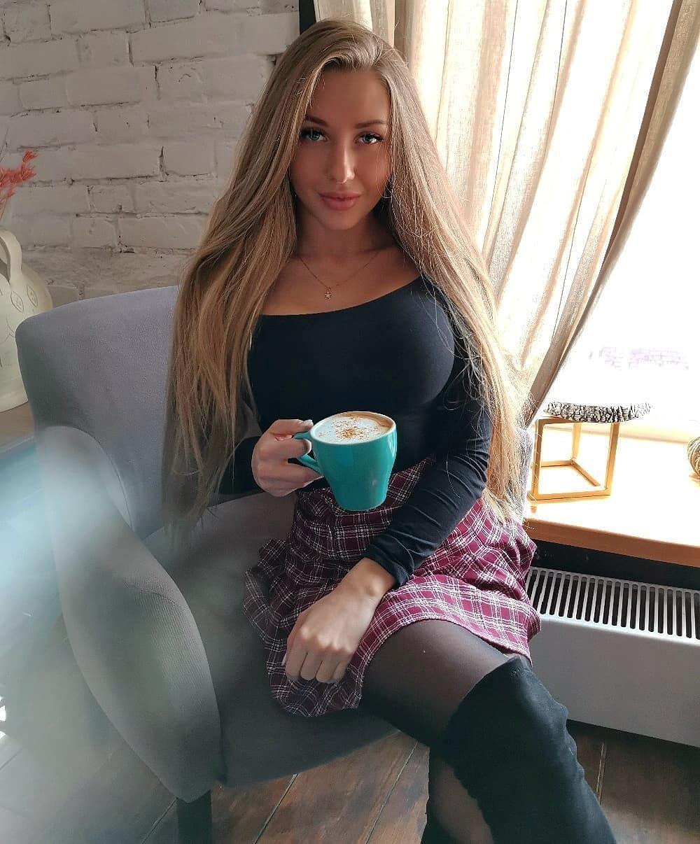 Alina-Cherepanova-Wallpapers-Insta-Fit-Bio-2