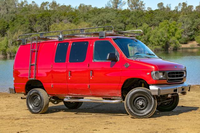 2002-Ford-E350-7