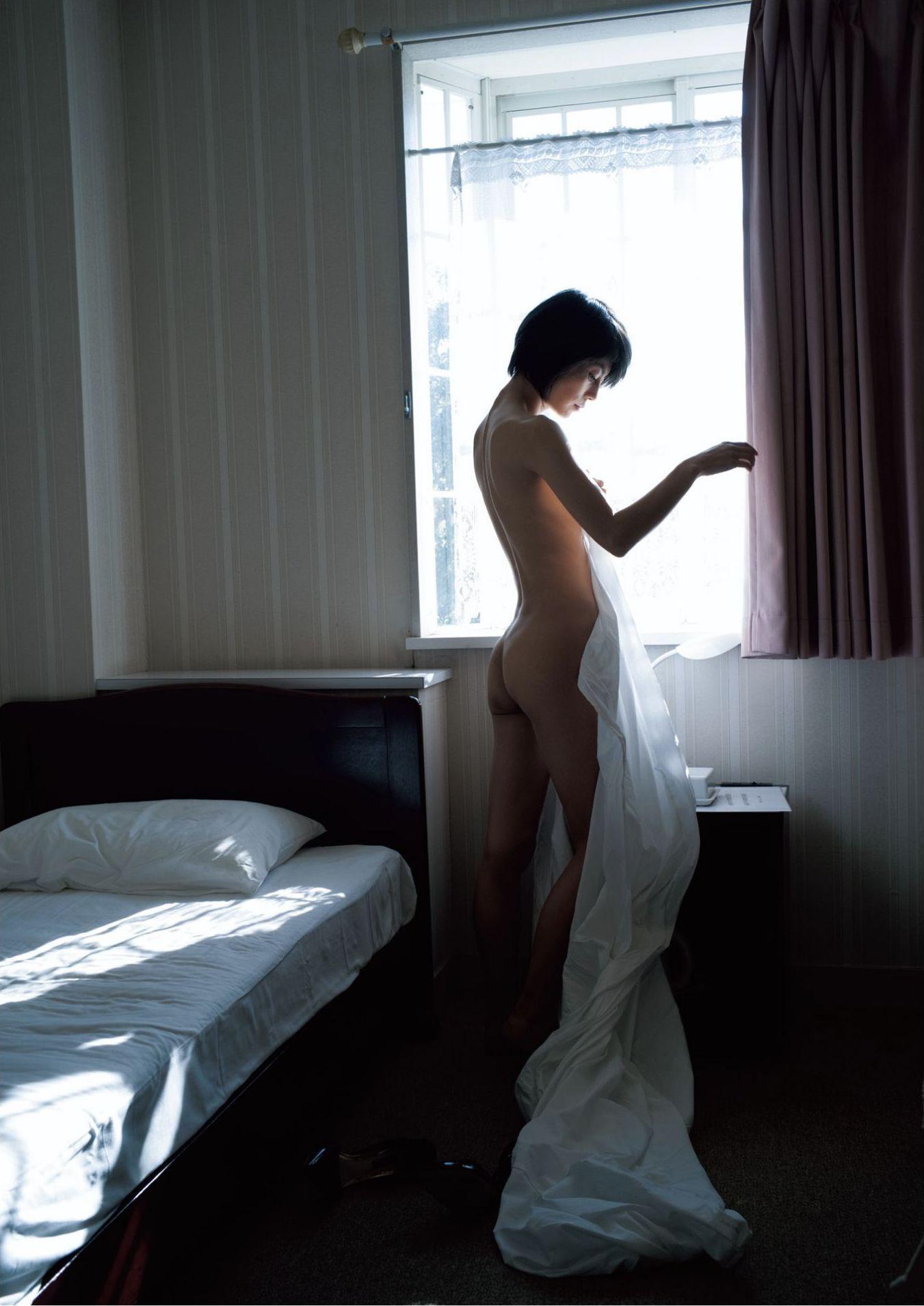 芳野友美ファースト写真集『或る女』037