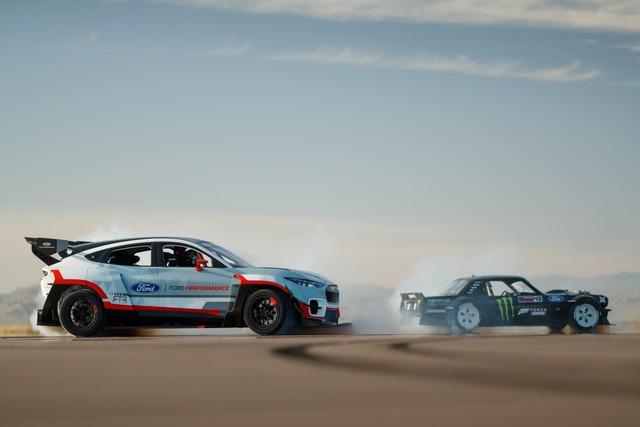 Ford Performance et RTR dévoilent un prototype 100% électrique, la Mustang Mach-E 1400, pour un nouvel art du drift Mach-E-1400-APG-selects-40