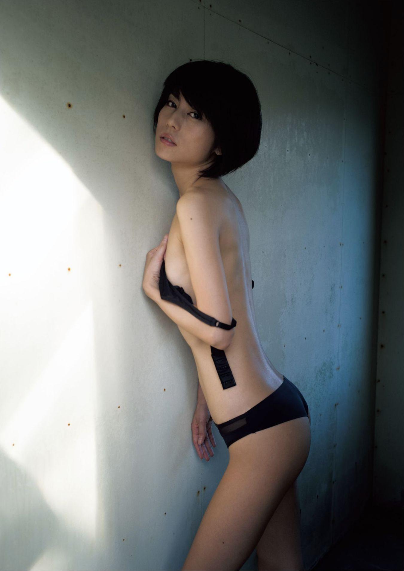 芳野友美ファースト写真集『或る女』073