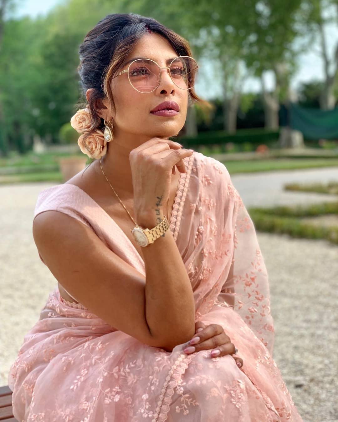 Priyanka-Chopra-Jonas-Wallpapers-Insta-Fit-Bio-6