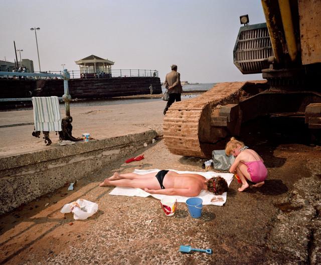 Martin-Parr-GB-England-New-Brighton-From-The-Last-Resort-1983-85-LON6994-800x661-2x