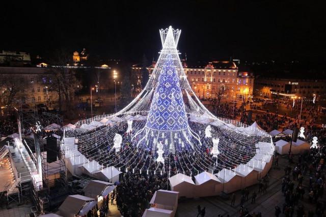 45124-pohon-natal-di-vilnius-lithuania
