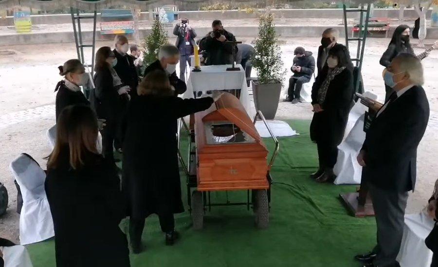 Funeral-de-Familia-Pi-era