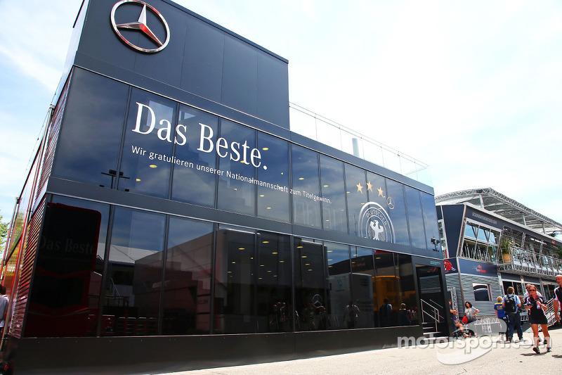 Paddock-Mercedes.jpg
