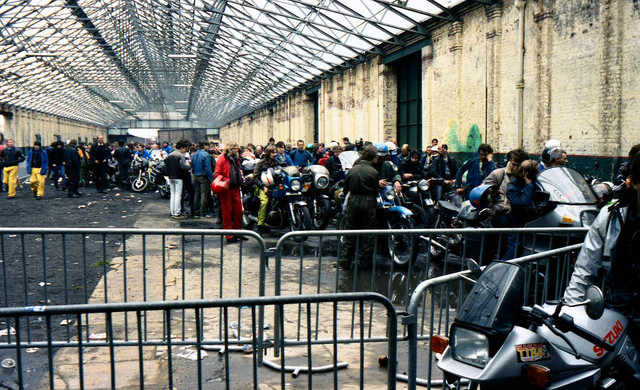 [Image: 1984-Liverpool-docks-Bikes-queuing-for-I...erry-6.jpg]