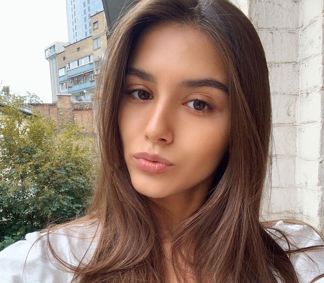 Elena-Fishman-Wallpapers-Insta-Fit-Bio-10