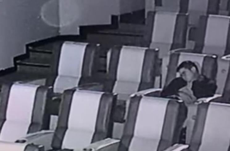 745x489-img-92250-kelelahan-dan-tertidur-saat-nonton-avengers-endgame-pria-ini-terkunci-di-dalam-bioskop-youtube