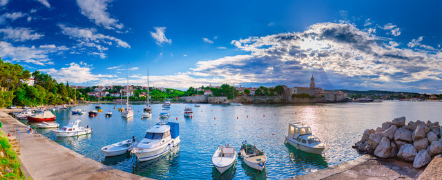 Wonderful-romantic-summer-evening-landscape-panorama-coastline-Adriatic-sea-Boats-and-yachts-in-harb